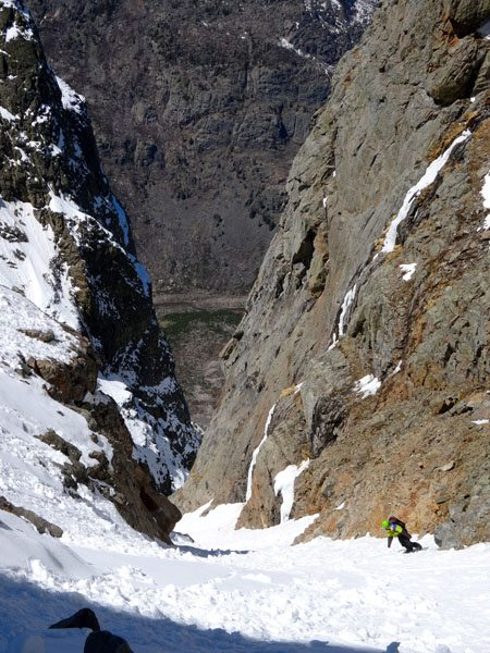 Snowboarding the Chamonix Couloir