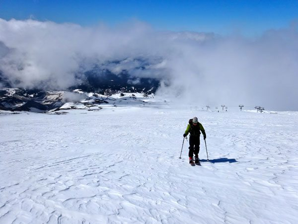 Ski Leuthold Couloir, Mount Hood
