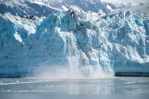 glacier collapsing alaska | Pixabay image